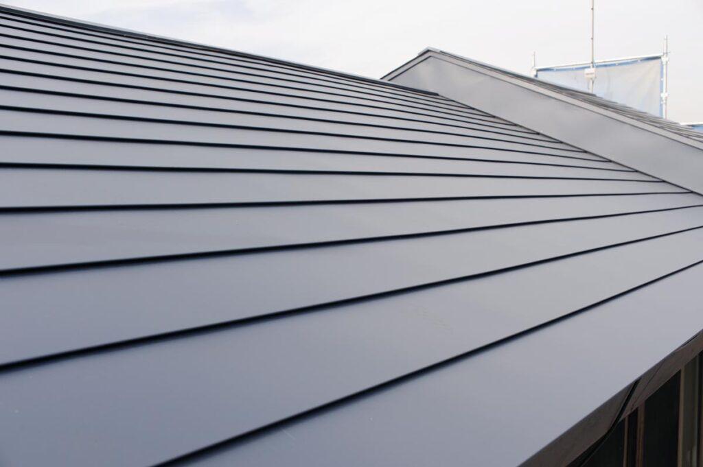 金属屋根の種類は?横葺き・縦葺きについてもご紹介