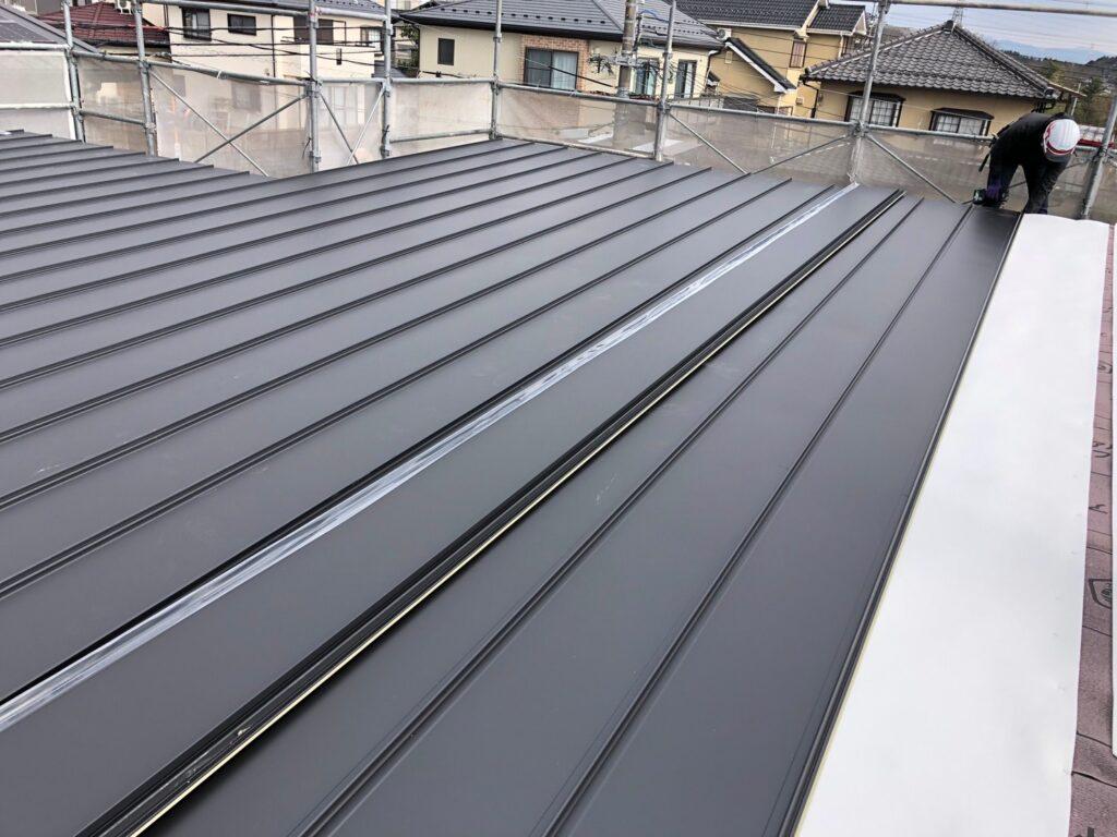 新築の屋根工事(立てひら)
